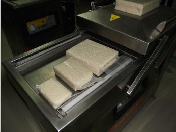 康贝特牌600型米砖真空包装机|杂粮双室真空机|黑米真空包装