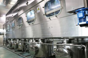 桶装设备价格报价山东多头全自动桶装水灌装机生产线
