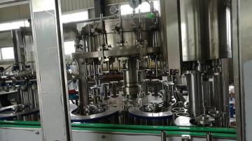 14-12-4玻璃瓶可乐型汽水灌装机