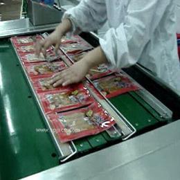 直销小康牌滚动式全自动连续豆干真空包装机 产品图片