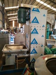 立式脱水机PVC挤出产品料脱水使用特点:  本机型适用于塑料片、粒状物的清洗
