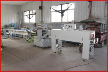 590山东厂家直销枕式热收缩馒头挂面粉丝包装机