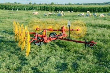 hf-4塔河县 玉米秸秆搂草机工作视频