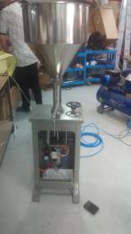 GF-2上海厂家直销  定量灌装机   500  1000  1500 毫升灌装量 灌装机